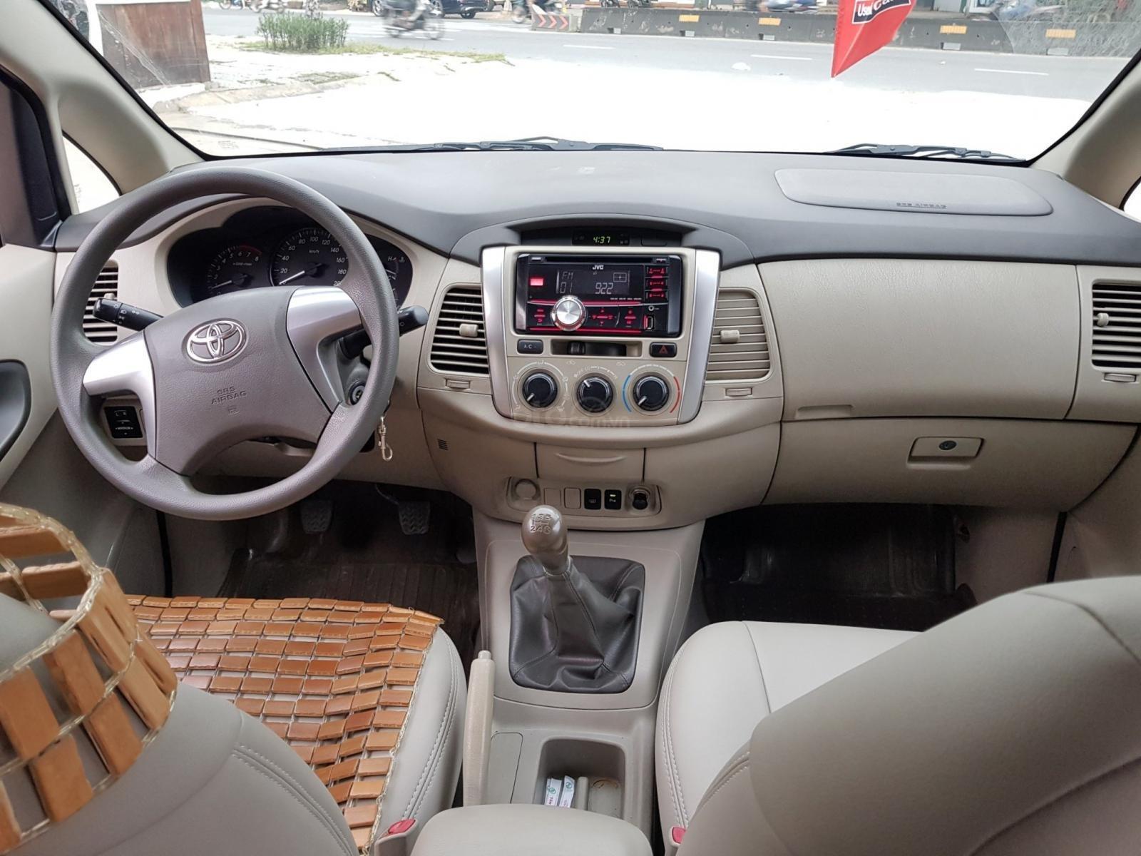 Chất xe tốt-giá mềm, Innova 2.0E 2014 số sàn, mẫu mới, màu bạc, hỗ trợ vay ạ (8)