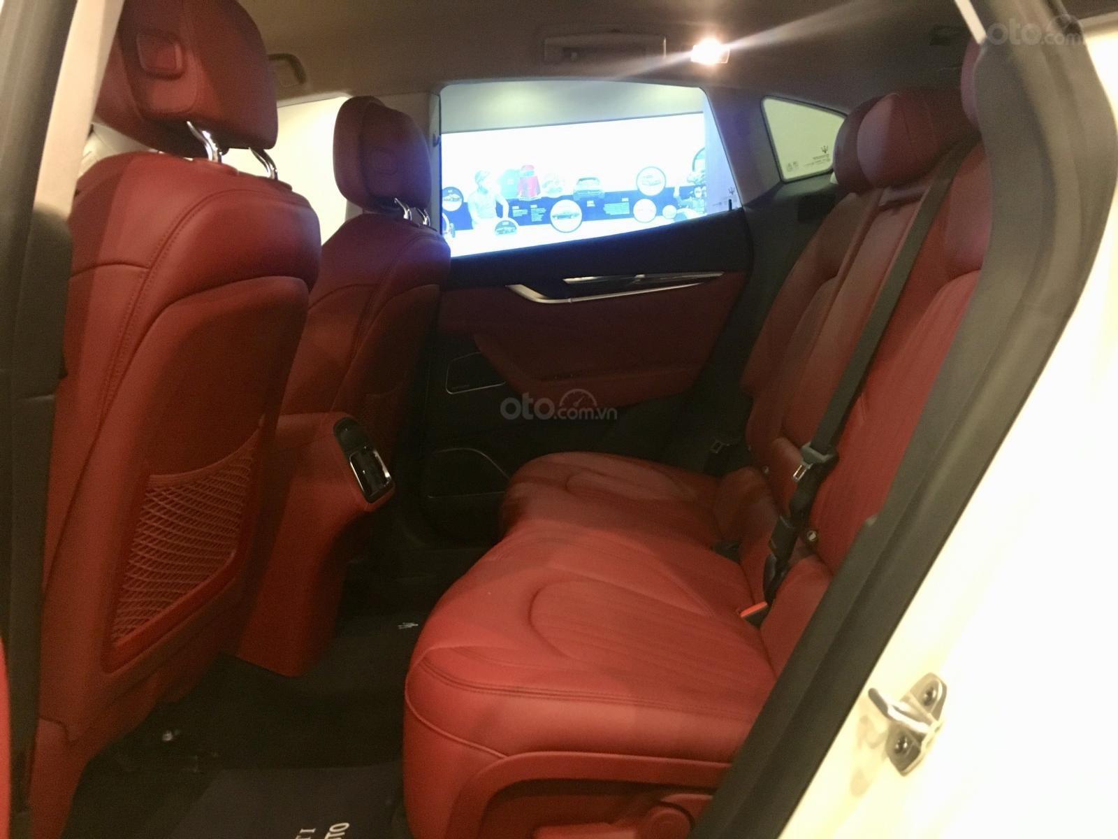 Maserati Levante chính hãng phân phối mới 100%, trắng-đỏ, hotline: 0902070768 (7)