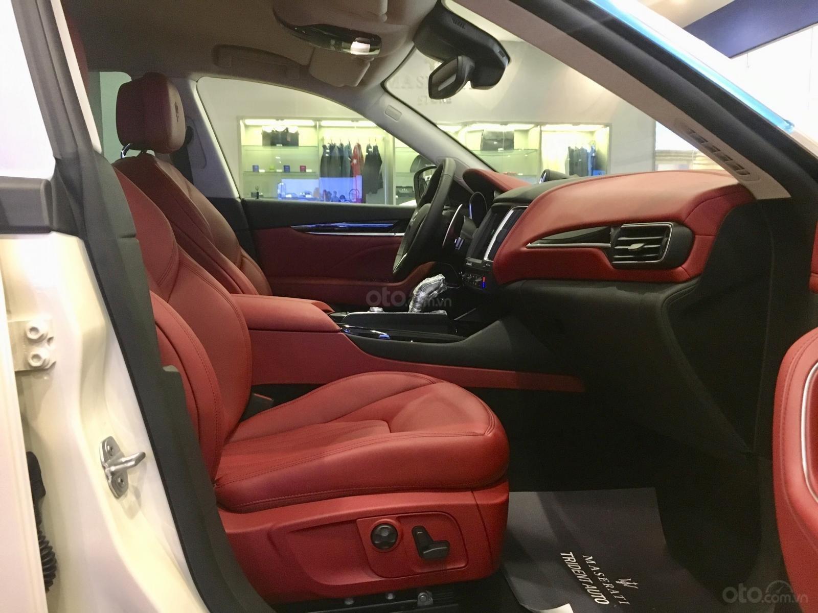Maserati Levante chính hãng phân phối mới 100%, trắng-đỏ, hotline: 0902070768 (8)