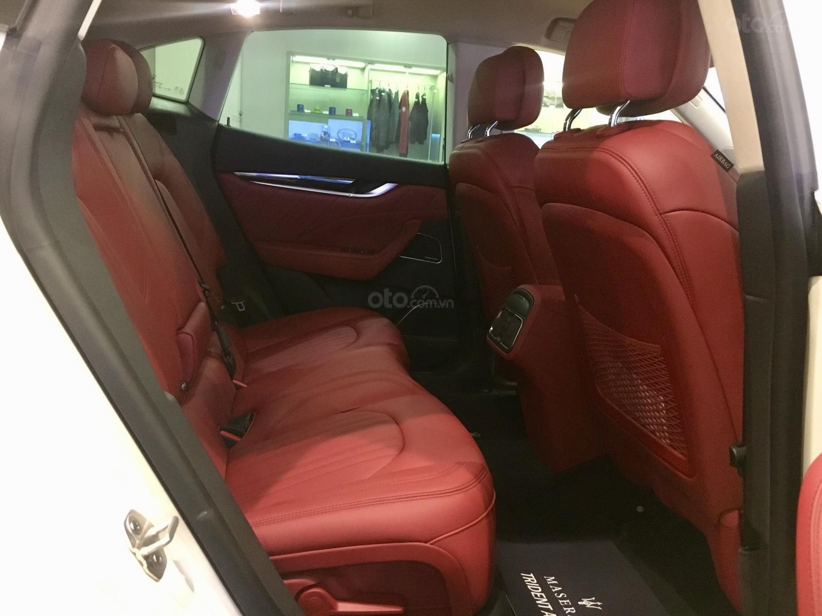 Maserati Levante chính hãng phân phối mới 100%, trắng-đỏ, hotline: 0902070768 (9)