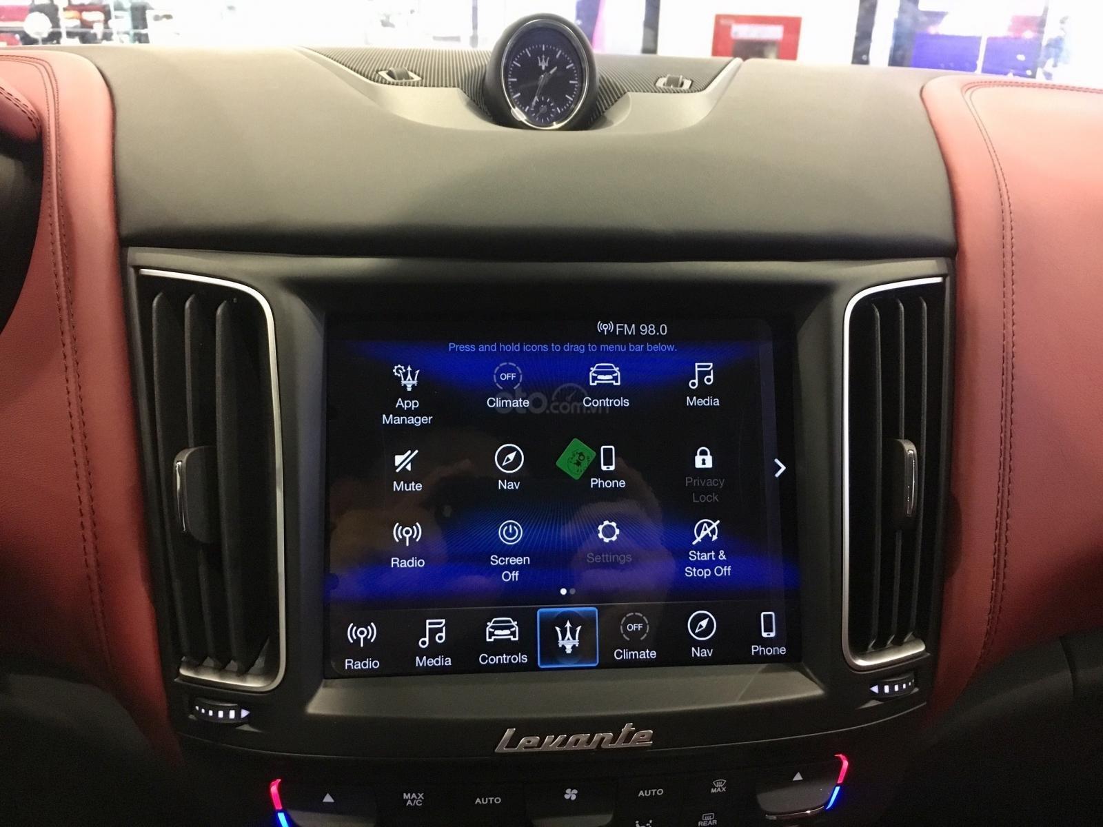 Maserati Levante chính hãng phân phối mới 100%, trắng-đỏ, hotline: 0902070768 (12)