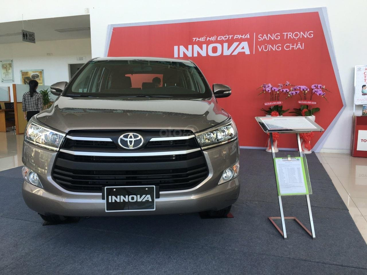Mua xe Innova giá sốc nhất chỉ trong tháng 11 (2)