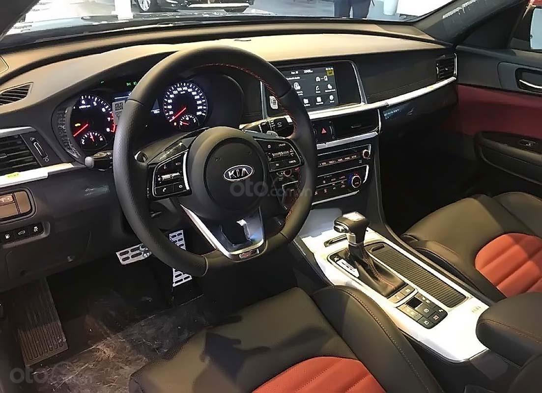 Cần bán xe Kia Optima 2.0 GAT sản xuất 2019, màu đỏ (3)