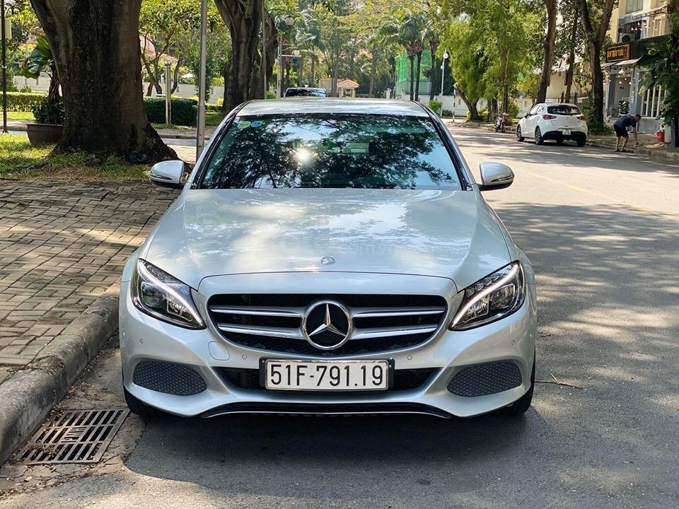 Bán xe Mercedes C200 màu bạc đời 2016, trả trước 400 triệu nhận xe ngay (3)