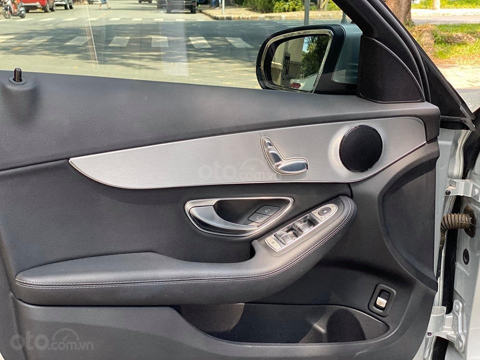Bán xe Mercedes C200 màu bạc đời 2016, trả trước 400 triệu nhận xe ngay (12)