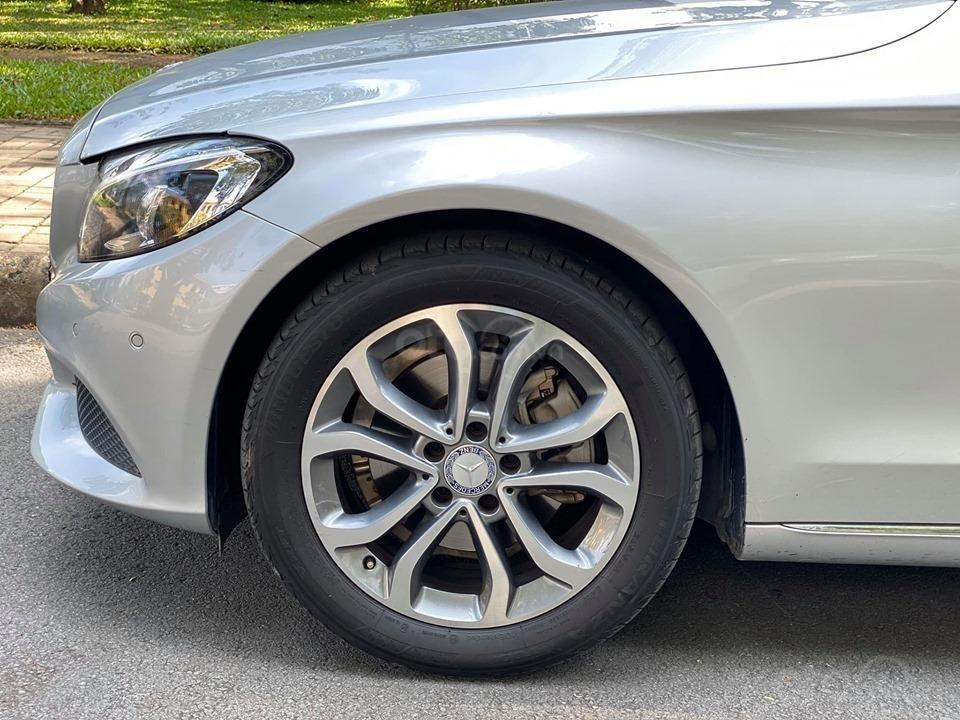 Bán xe Mercedes C200 màu bạc đời 2016, trả trước 400 triệu nhận xe ngay (10)