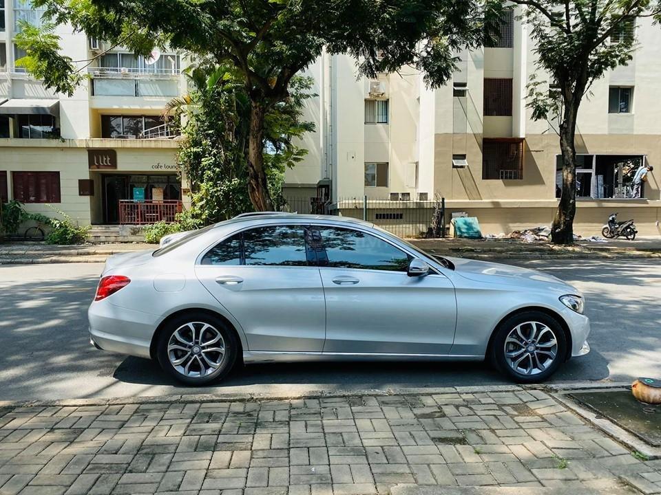 Bán xe Mercedes C200 màu bạc đời 2016, trả trước 400 triệu nhận xe ngay (7)