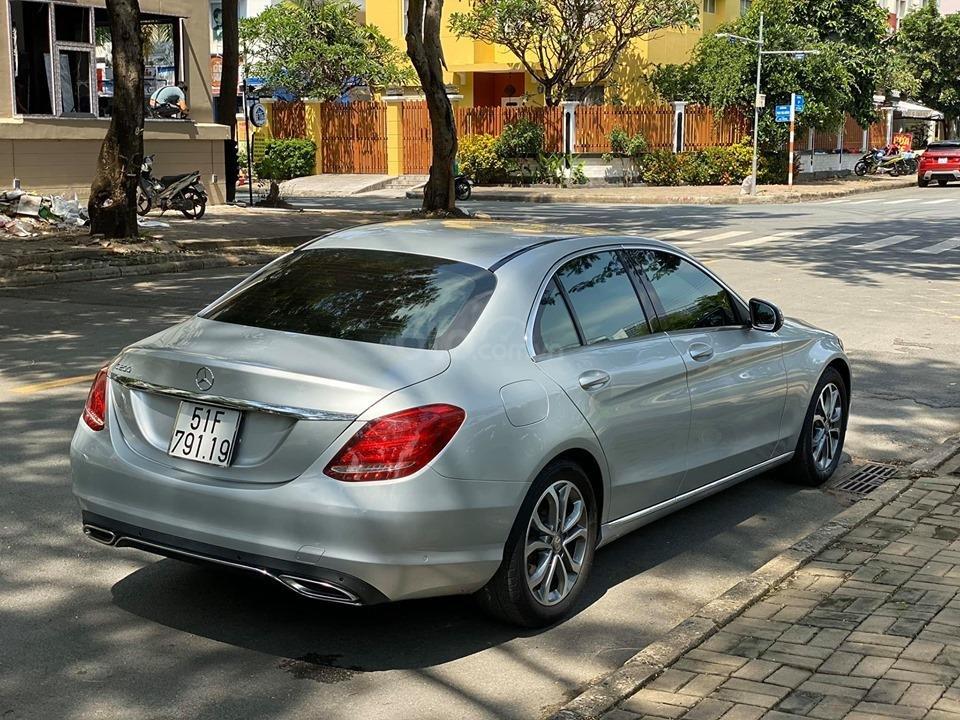 Bán xe Mercedes C200 màu bạc đời 2016, trả trước 400 triệu nhận xe ngay (9)