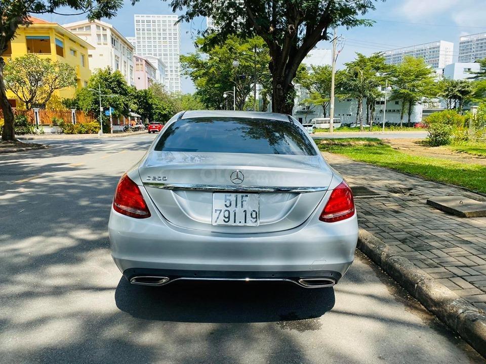 Bán xe Mercedes C200 màu bạc đời 2016, trả trước 400 triệu nhận xe ngay (14)