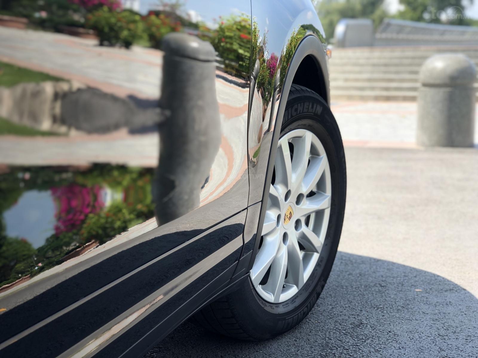 Cần bán Porsche Cayenne năm 2011, màu đen, xe nhập, giá chỉ 1 tỷ 790 triệu đồng (7)