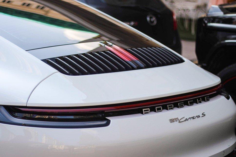 Porsche 911 Carrera S nâng cấp nắp phía trên động cơ.