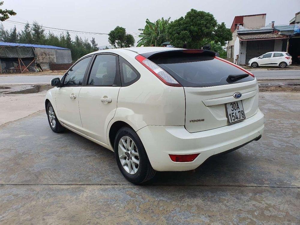 Cần bán gấp Ford Focus 1.8AT 2010, màu trắng số tự động (11)
