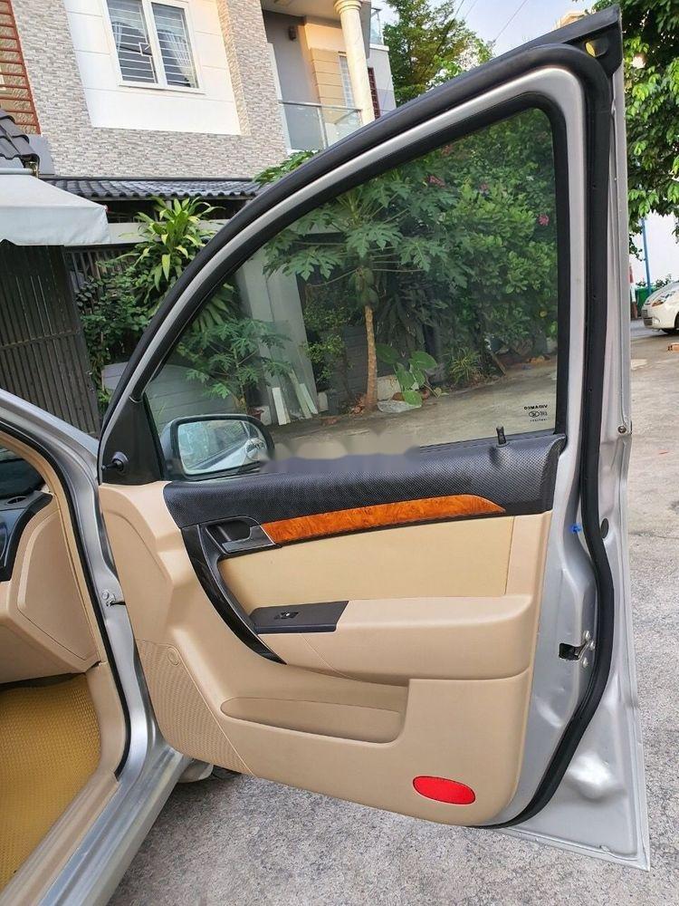 Cần bán lại xe Daewoo Gentra MT 2009, màu bạc xe gia đình (9)