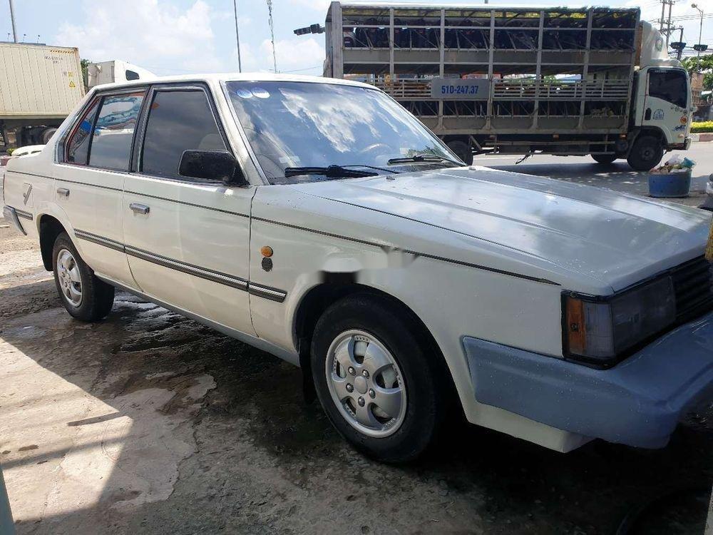 Cần bán lại xe Toyota Corona năm sản xuất 1984, màu trắng (4)