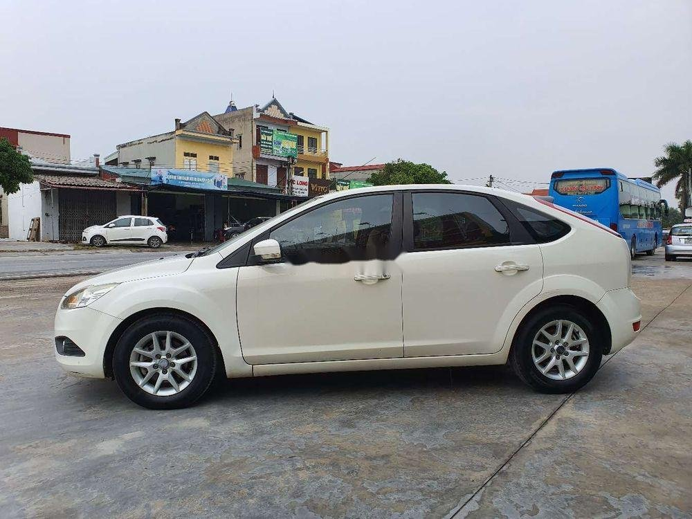 Cần bán gấp Ford Focus 1.8AT 2010, màu trắng số tự động (7)