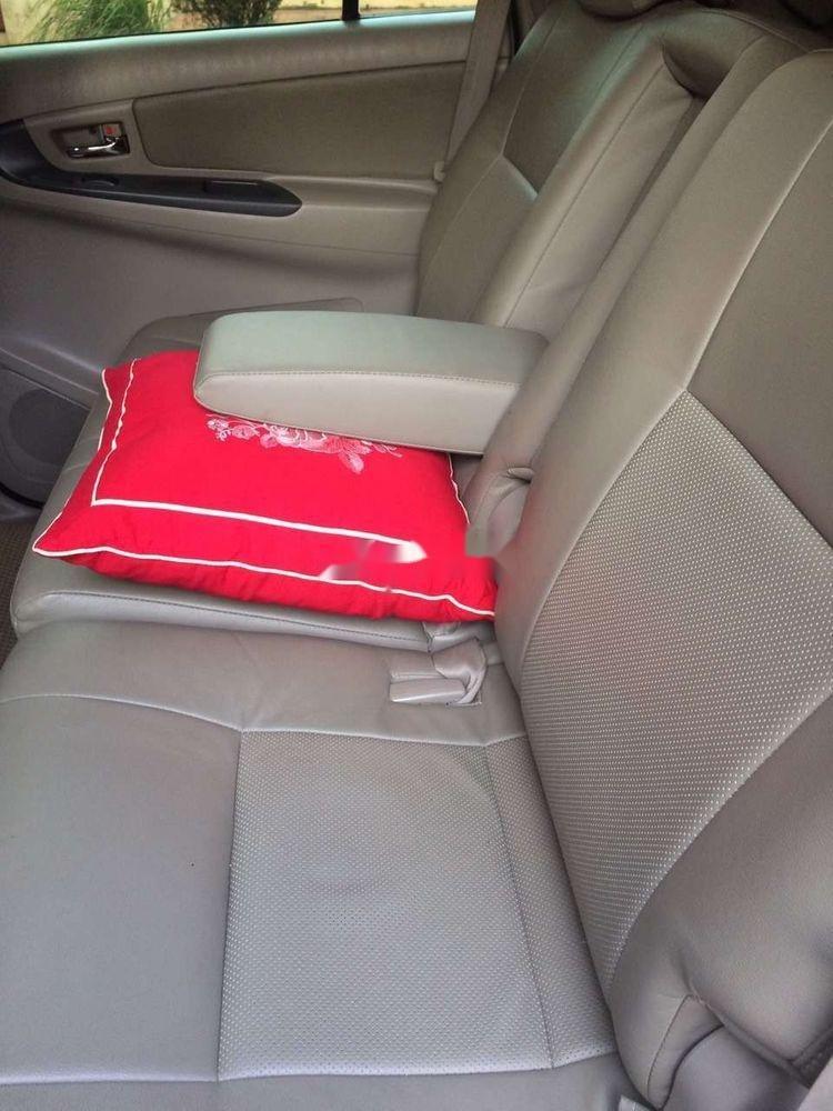Cần bán xe Toyota Innova năm 2012 xe gia đình, giá tốt (11)