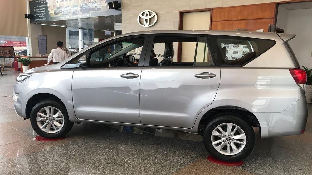 Cần bán Toyota Innova sản xuất năm 2019, hỗ trợ tốt (1)