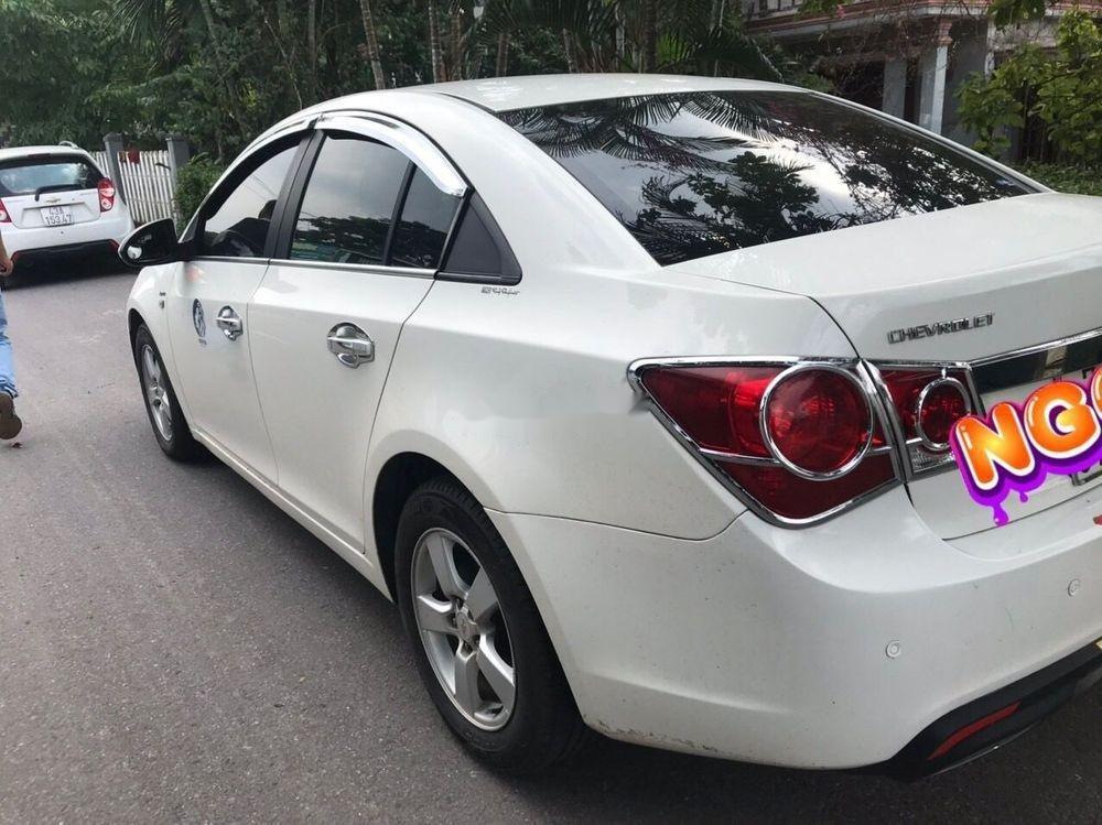 Bán xe Chevrolet Cruze 2011, màu trắng, giá tốt (3)