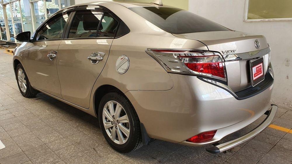 Cần bán Toyota Vios E năm 2017 số sàn, màu nâu vàng (5)