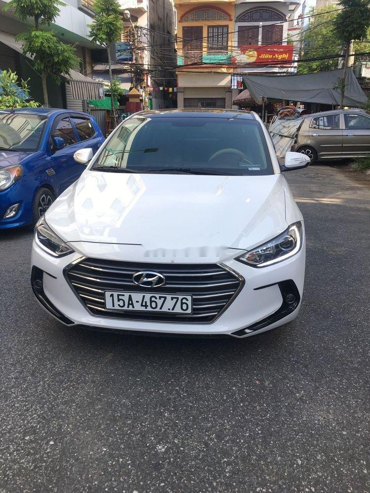 Cần bán gấp Hyundai Elantra năm 2018, màu trắng, nhập khẩu nguyên chiếc xe gia đình (1)
