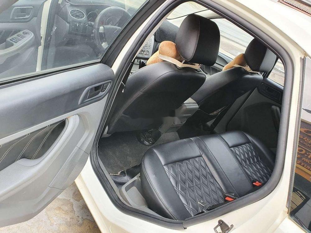 Cần bán gấp Ford Focus 1.8AT 2010, màu trắng số tự động (6)