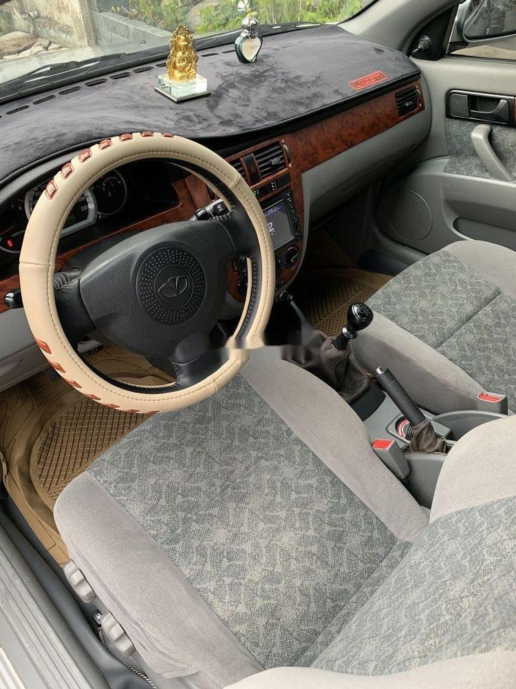 Cần bán lại xe Daewoo Lacetti năm sản xuất 2011, màu bạc (4)