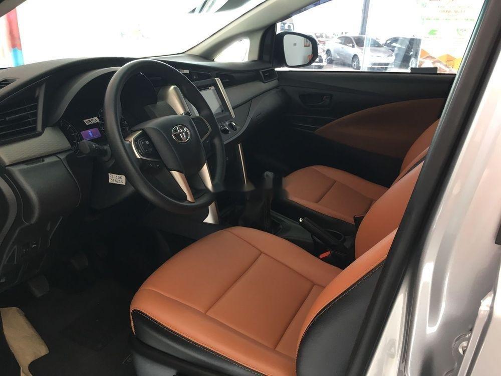 Bán Toyota Innova sản xuất năm 2019, giá tốt (5)
