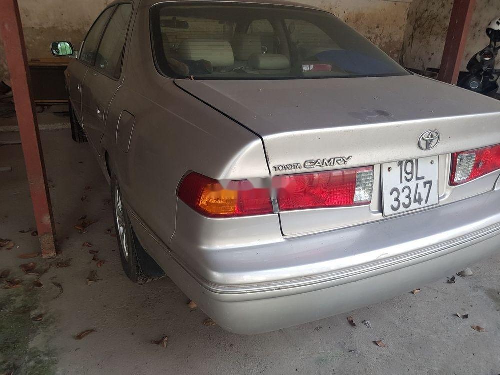 Bán Toyota Camry đời 2001, màu bạc xe nguyên bản (2)
