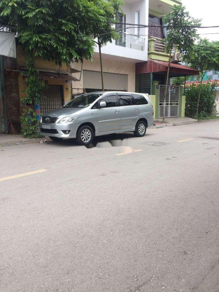 Cần bán xe Toyota Innova năm 2012 xe gia đình, giá tốt (1)