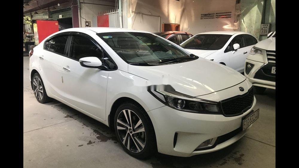 Bán Kia Cerato năm sản xuất 2018, màu trắng như mới (3)