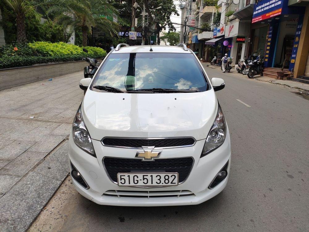 Cần bán Chevrolet Spark 1.2 LT 2017, màu trắng (1)