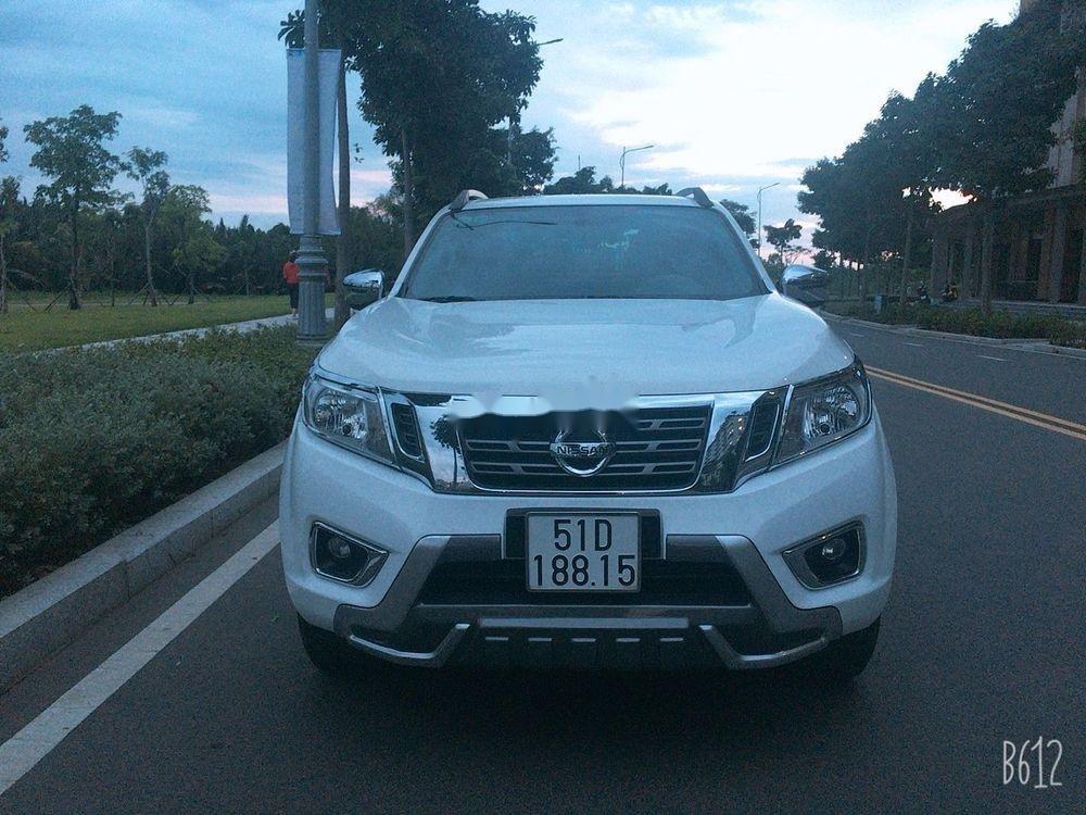 Cần bán gấp Nissan Navara AT đời 2017, màu trắng, xe nhập chính chủ, giá tốt (2)