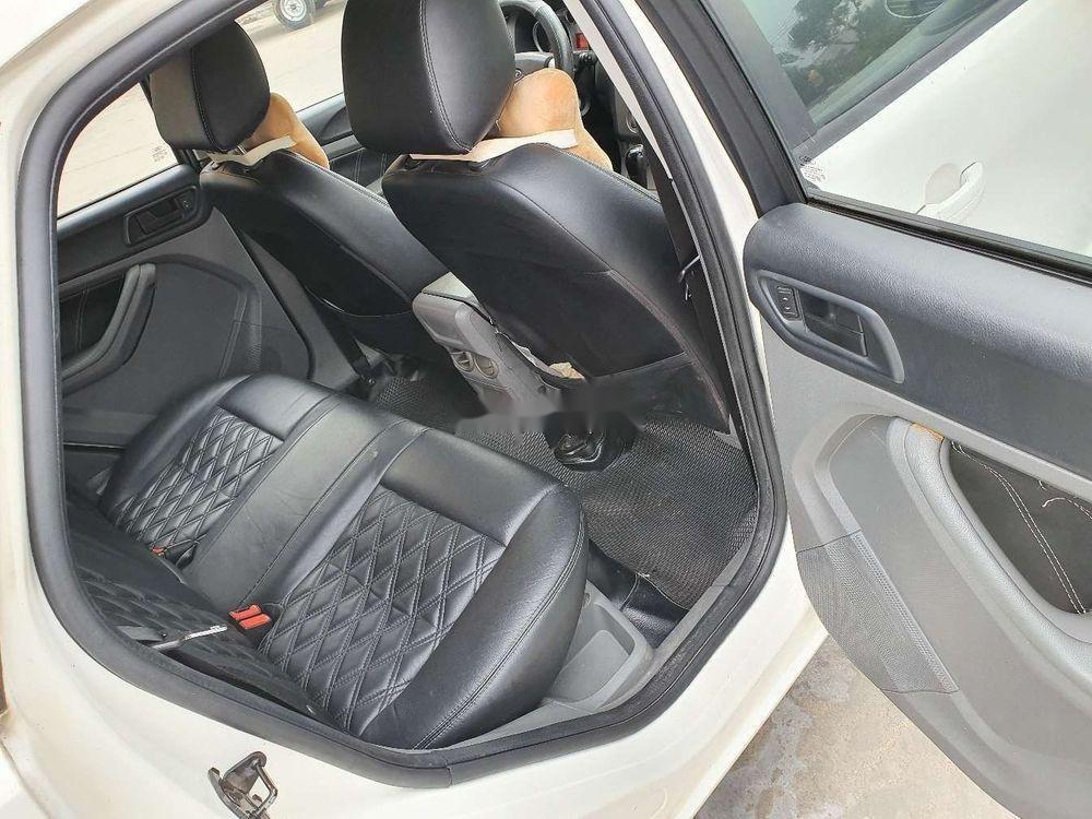 Cần bán gấp Ford Focus 1.8AT 2010, màu trắng số tự động (9)
