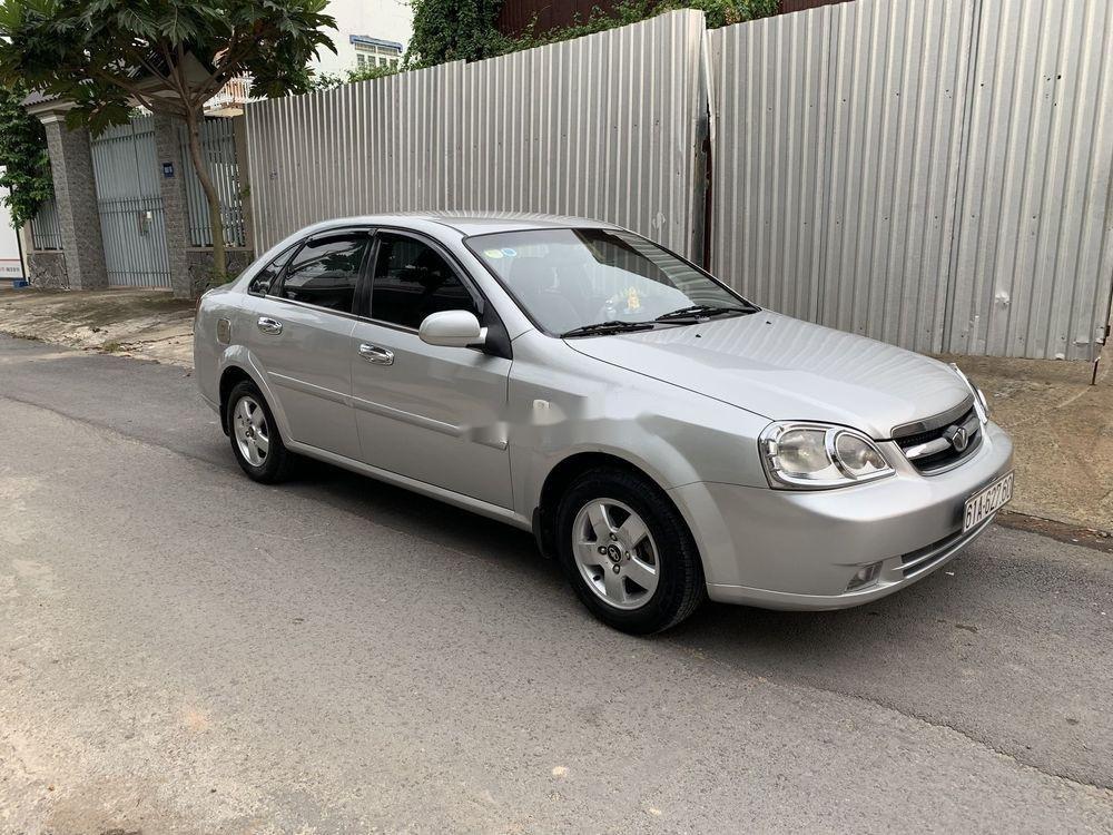 Cần bán lại xe Daewoo Lacetti năm sản xuất 2011, màu bạc (1)
