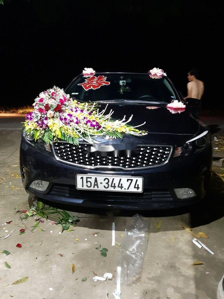 Cần bán lại xe Kia Cerato năm 2017, màu đen (1)