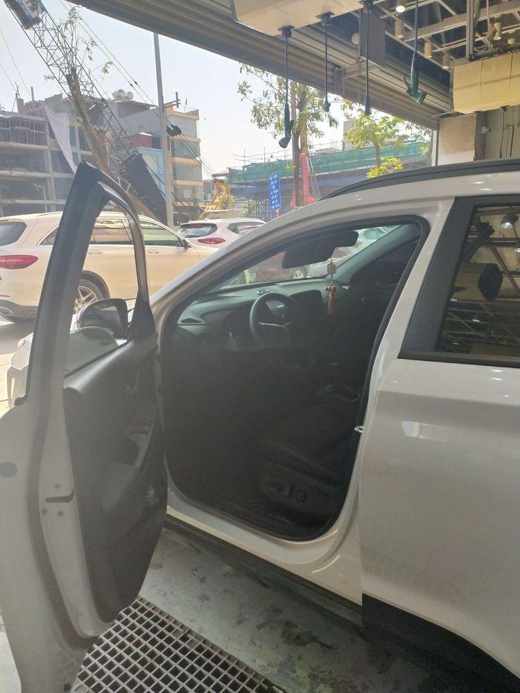 Cần bán Hyundai Kona sản xuất 2018, màu trắng (9)