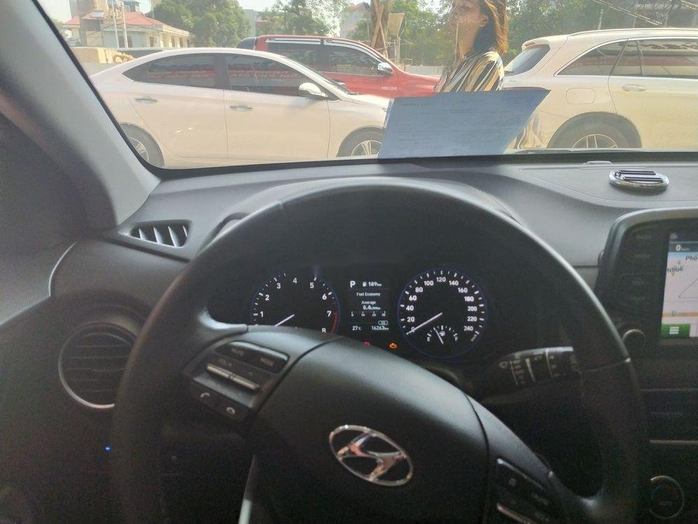 Cần bán Hyundai Kona sản xuất 2018, màu trắng (5)