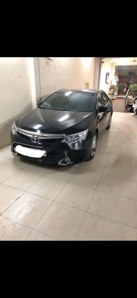 Bán Toyota Camry sản xuất năm 2017, màu đen như mới (1)