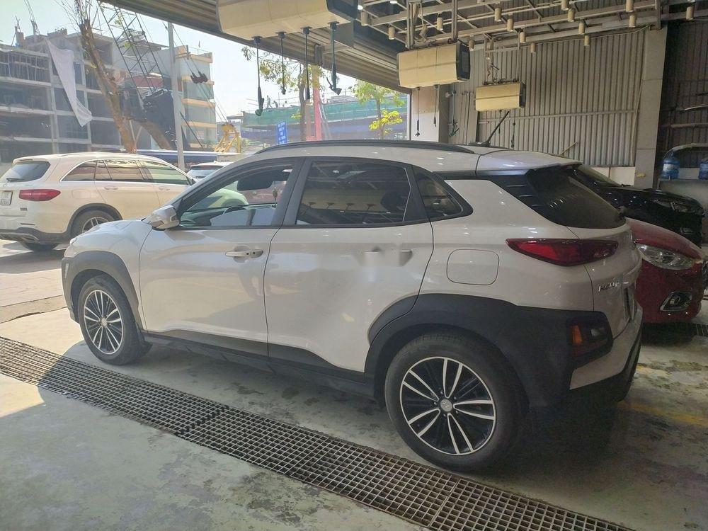 Cần bán Hyundai Kona sản xuất 2018, màu trắng (1)