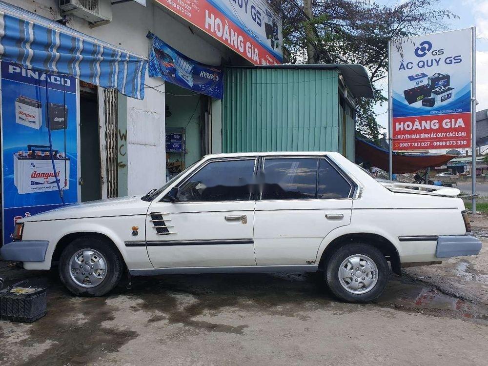 Cần bán lại xe Toyota Corona năm sản xuất 1984, màu trắng (1)