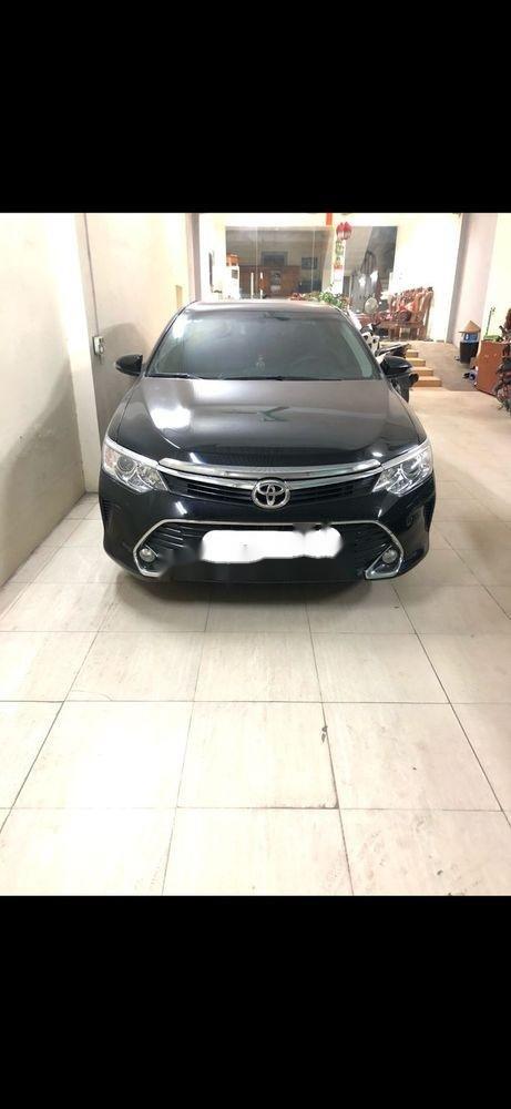 Bán Toyota Camry sản xuất năm 2017, màu đen như mới (5)