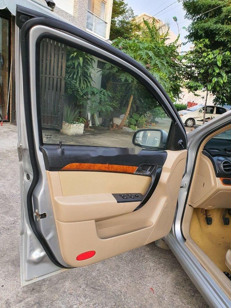 Cần bán lại xe Daewoo Gentra MT 2009, màu bạc xe gia đình (6)