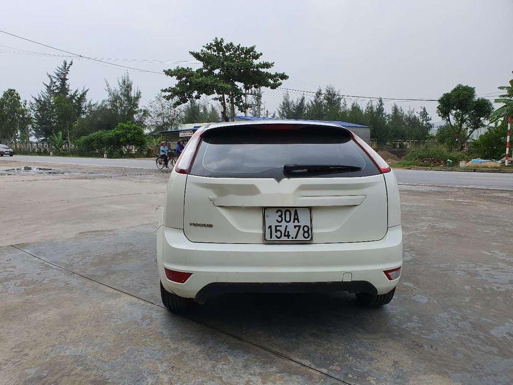 Cần bán gấp Ford Focus 1.8AT 2010, màu trắng số tự động (12)