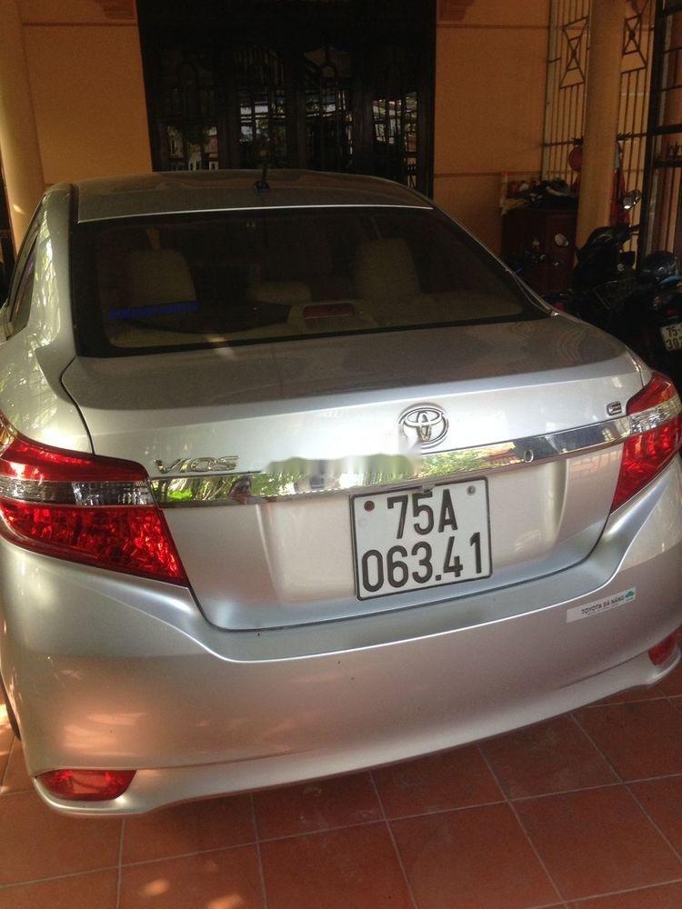 Cần bán Toyota Vios sản xuất 2015, màu bạc, giá tốt (1)