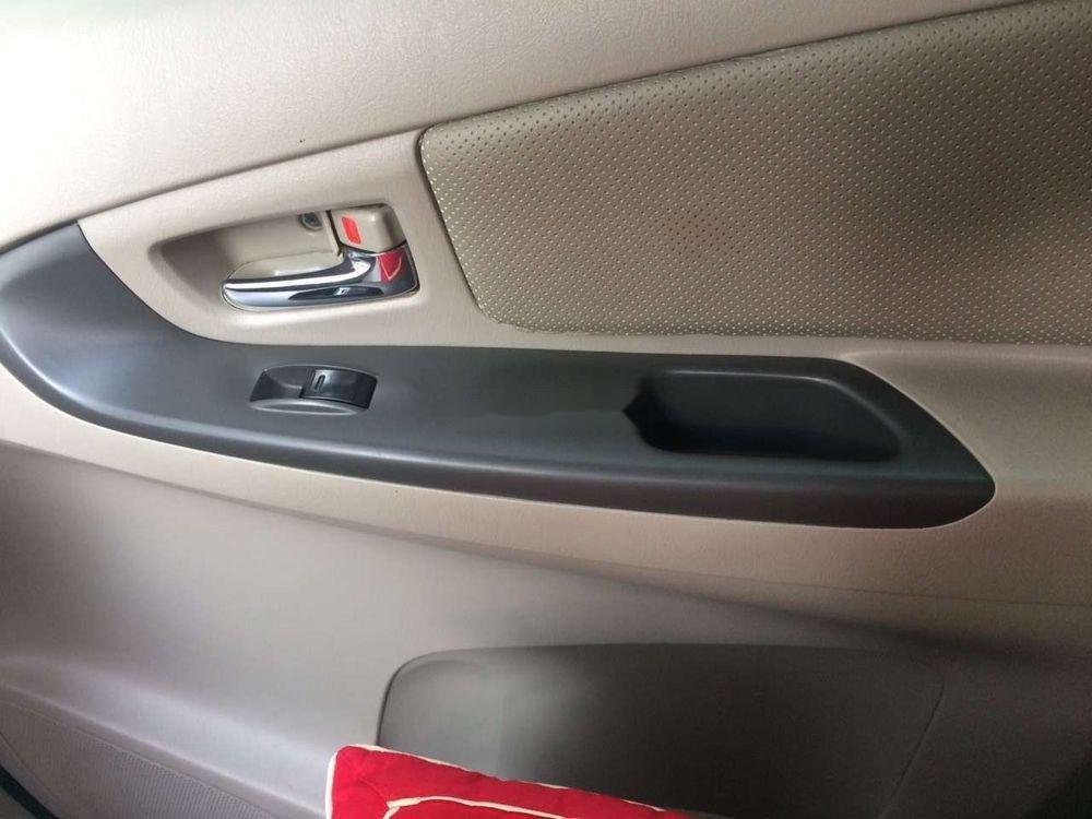 Cần bán xe Toyota Innova năm 2012 xe gia đình, giá tốt (5)