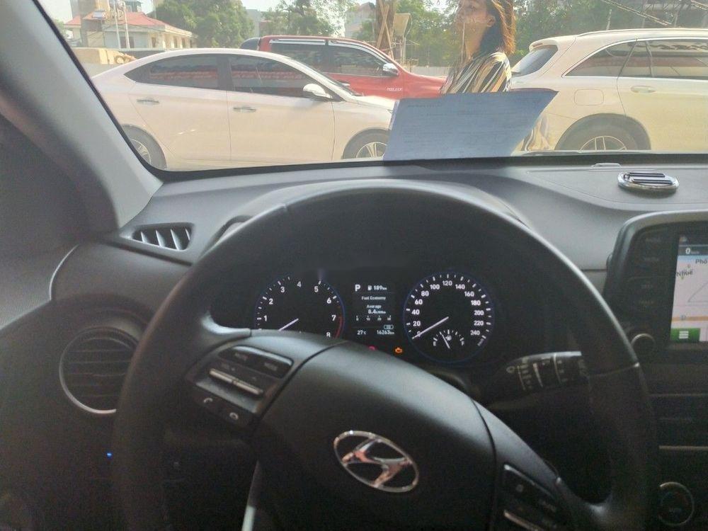 Cần bán Hyundai Kona sản xuất 2018, màu trắng (3)