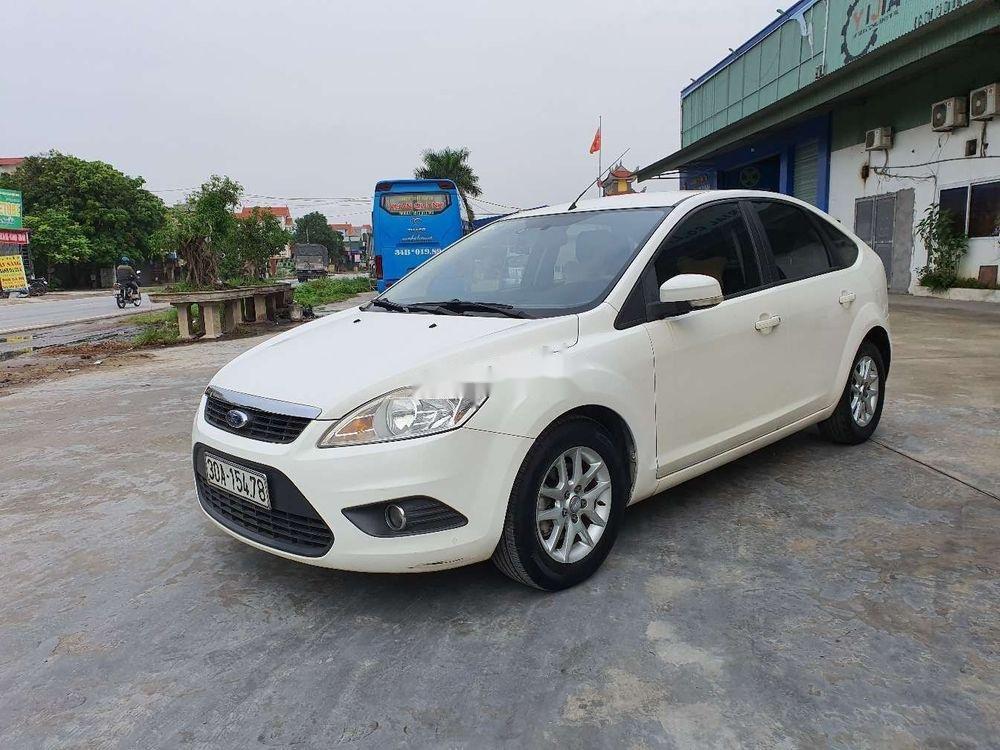 Cần bán gấp Ford Focus 1.8AT 2010, màu trắng số tự động (3)