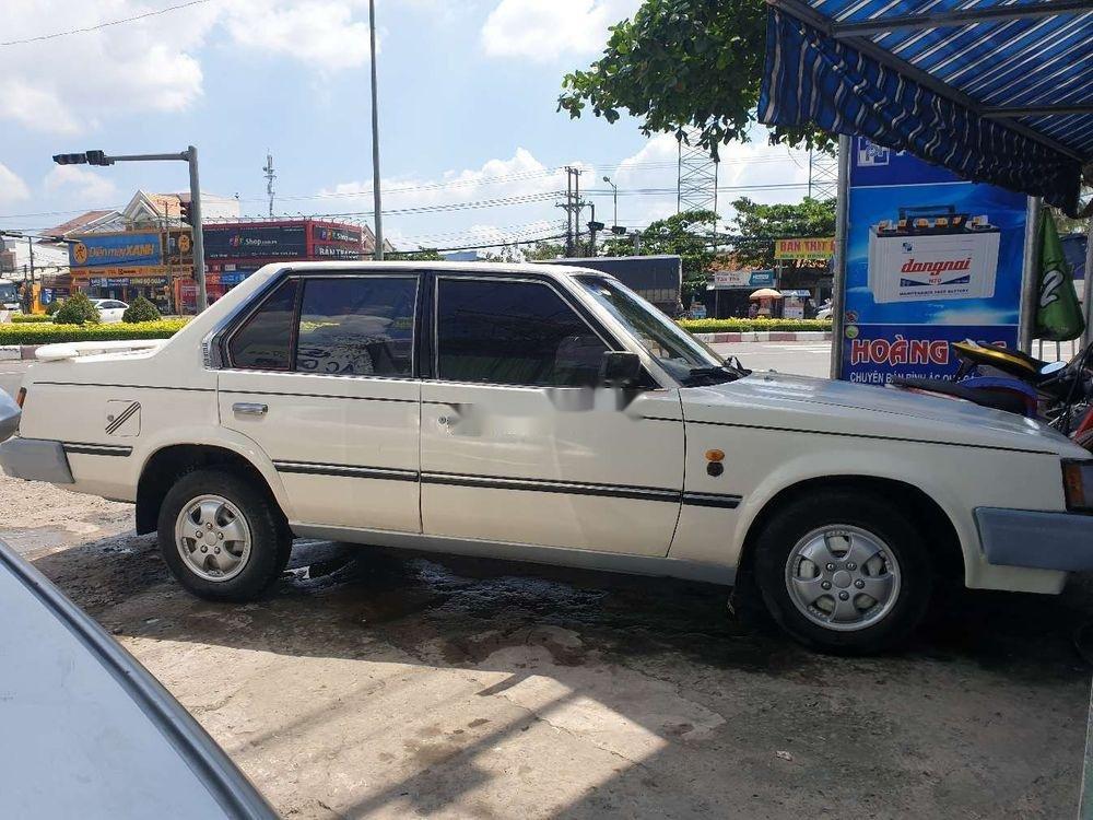 Cần bán lại xe Toyota Corona năm sản xuất 1984, màu trắng (5)