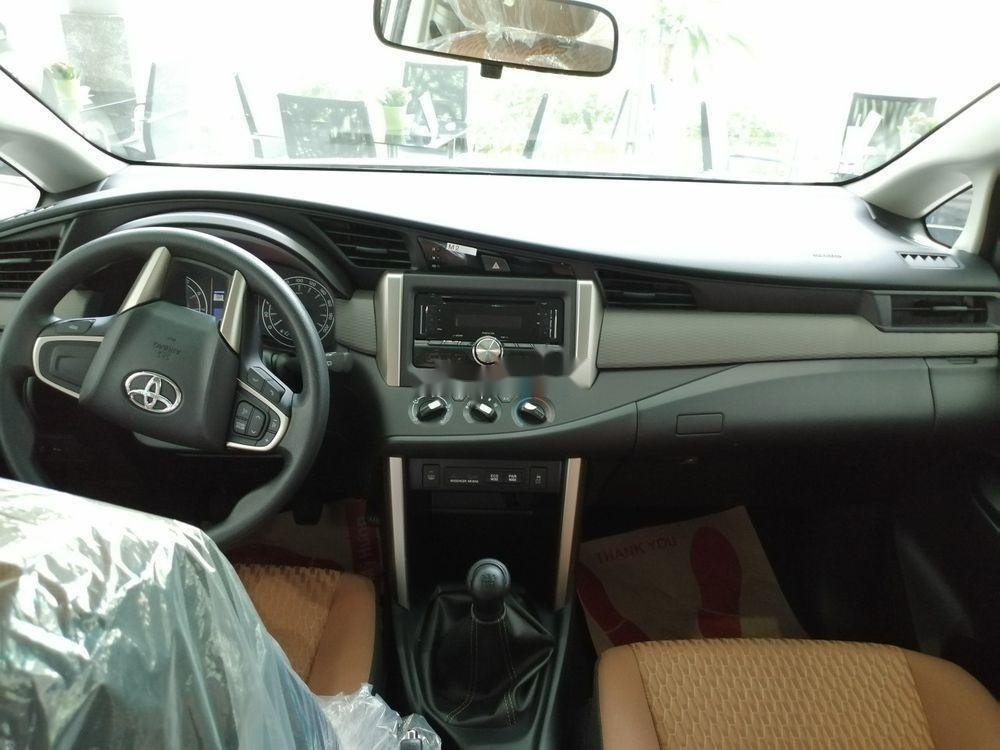 Bán Toyota Innova năm 2019, giá ưu đãi (2)