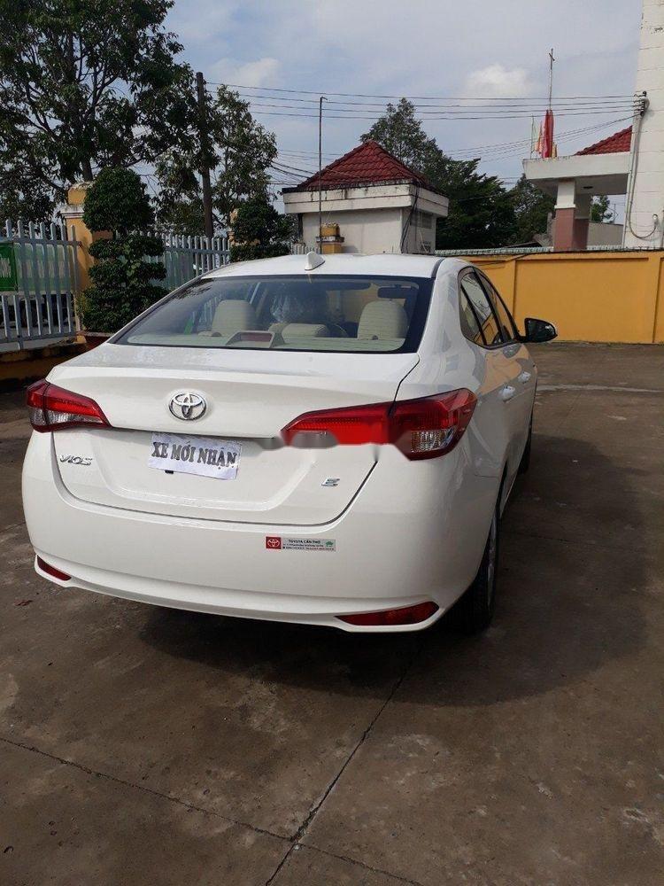 Bán Toyota Vios E năm sản xuất 2018, màu trắng xe gia đình giá cạnh tranh (2)